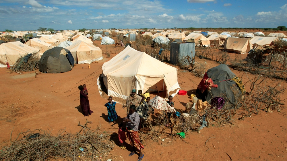How will Kenya carry out the closure of the world's largest refugee complex?