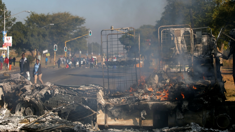 Vehicles torched and roads barricaded in Pretoria in protests over disputed mayoral candidate for municipal elections.