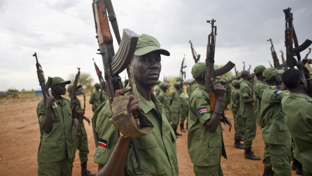 Gun battles reported near army barracks and UN base as intense fighting resumes after weekend clashes killed over 100.