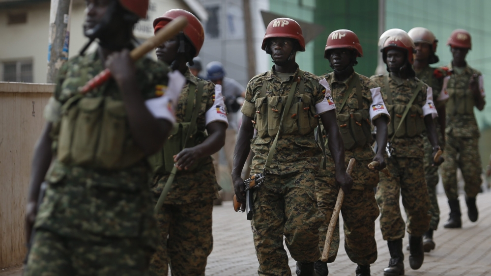 A heavily-armed Ugandan military convoy has crossed into South Sudan to evacuate citizens trapped by fighting.