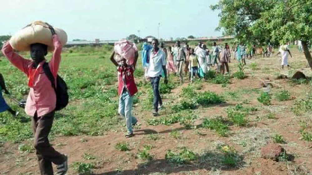 Gangs of ethnic Dinka youths accused of targeting Fertit tribe in northwest city as tens of thousands flee their homes.
