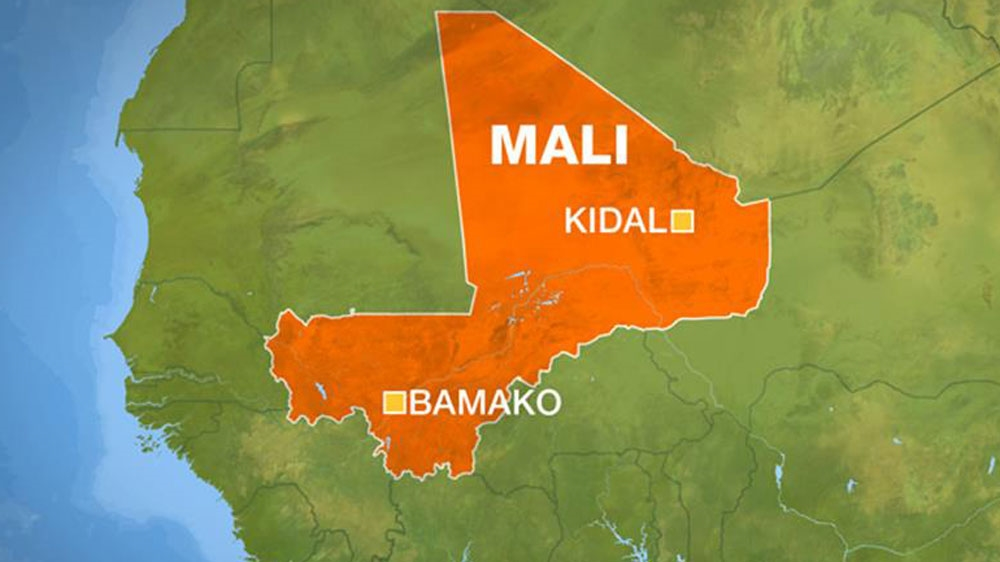 Pro-government militia and Tuareg rebels clash in northern town of Kidal, raising fears for a fraying peace agreement.