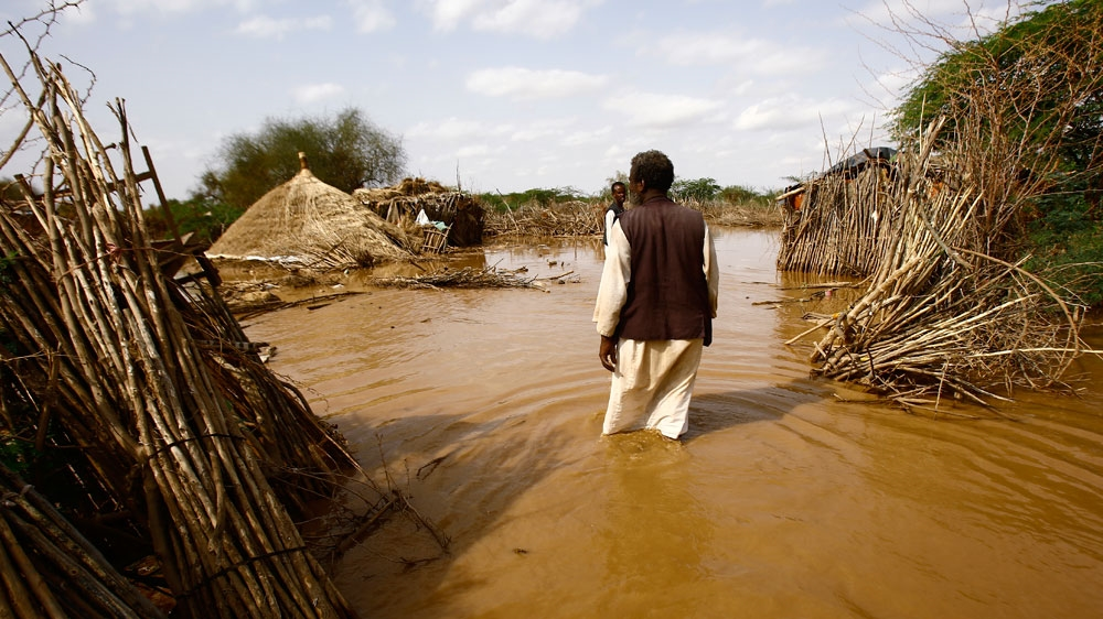 River Gash in Kassala state burst its banks flooding entire villages inhabited by farmers and forcing thousands to flee.