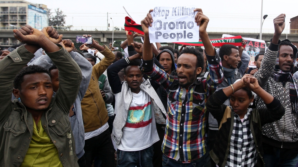 Media and activists report gunfire and blaze at jail where politicians are held, as anti-government protests continue.
