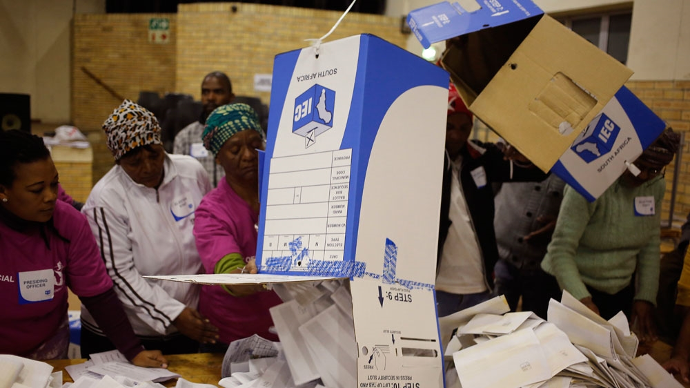 Opposition Democratic Alliance wins majority of votes in major cities like Port Elizabeth and Cape Town.