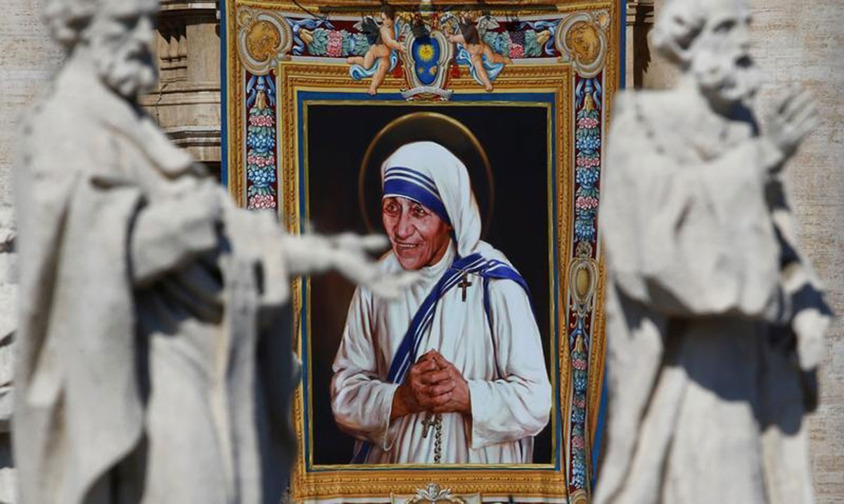 A tapestry depicting Mother Teresa of Calcutta is seen in the facade of Saint Peter's Basilica during a mass, celebrated by Pope Francis, for her canonisation. [Stefano Rellandini /Reuters]