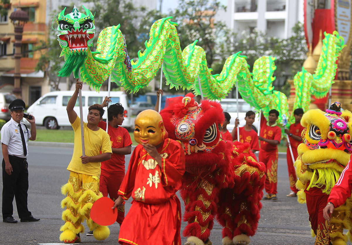 celebrate chinese new year essay Celebrating the new year people of various cultures and religious traditions throughout the world celebrate the new year with the chinese new year may be.