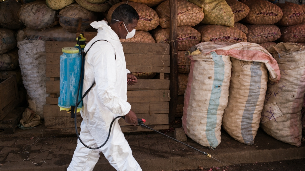 Why is there a plague outbreak in Antananarivo?