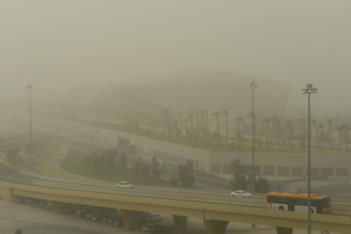 A dust storm engulfs Kuwait City as a northerly wind brings fine dust from Iraq and eastern Saudi Arabia. [Noufal Ibrahim/EPA-EFE]