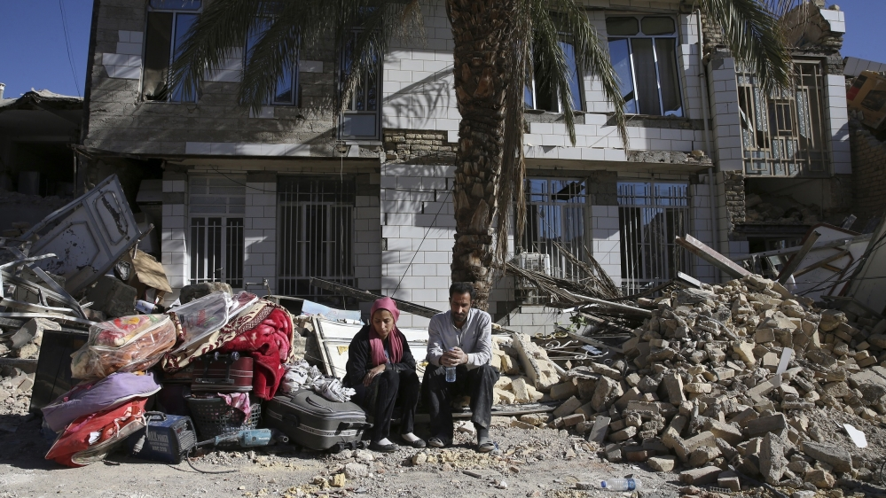 Thousands of homeless out in the cold after Iran quake