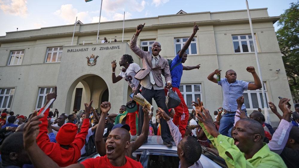 MUGABE OF ZIMBABWE BOW TO PRESSURE   ROBERT MUGABE NOW FORMER PRESIDENT OF ZIMBABWE