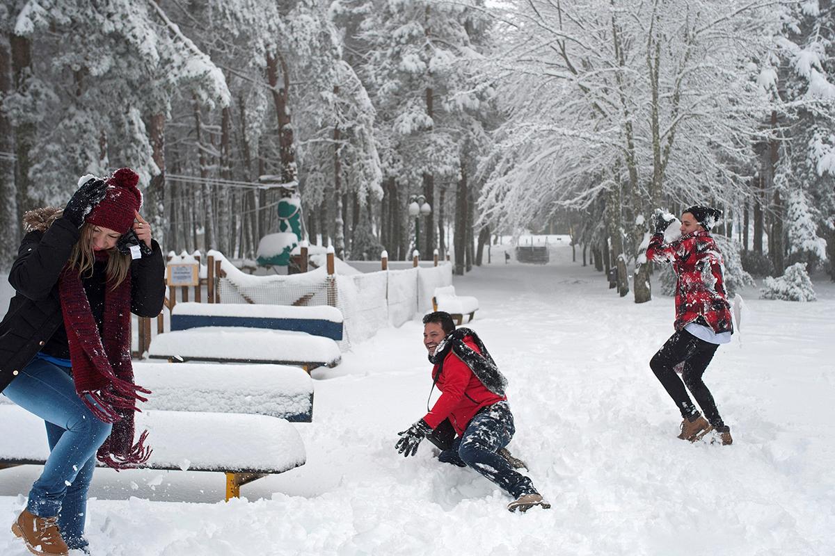 El norte de España ha visto nevadas significativas muy temprano en la temporada.  Este es Cabeza de Manzaneda, Galicia [Brais Lorenzo / EPA-EPA]