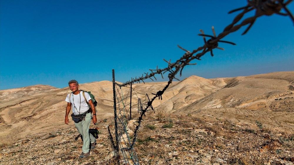 Journalist retraces ancient path of human migration