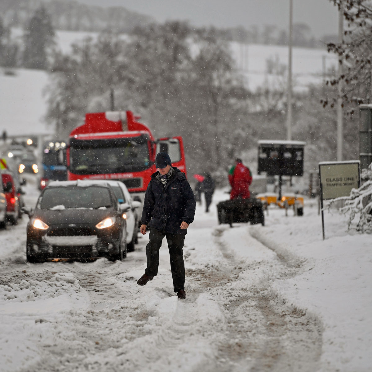 Motorists struggle through the snow in Balfron, Scotland. Travel disruption affected many parts of Scotland as Storm Doris drove through the UK. [Jeff J Mitchell/Getty Images]