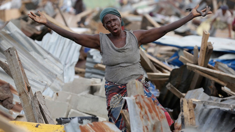 Police demolish the homes of more than 4,700 people in Lagos' Otodo-Gbame as they clear area in defiance of court order.