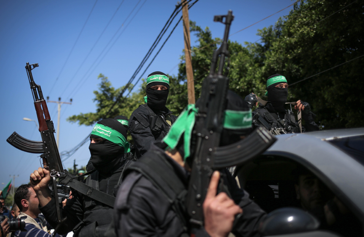 Hundreds of Hamas fighters marched through the streets of Gaza City on Saturday alongside the body of Mazen Faqha. [Ezz Zaanoun/Al Jazeera]