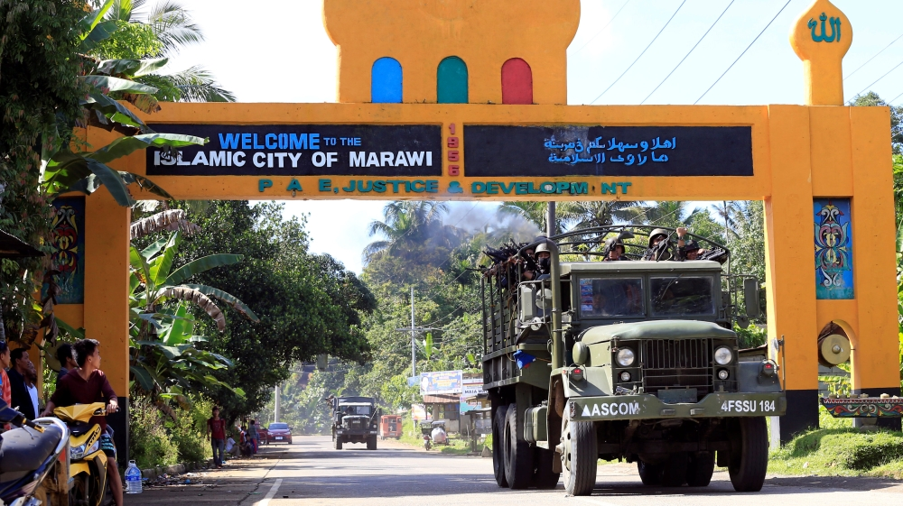 'Foreigners fighting' with ISIL-linked Philippine group