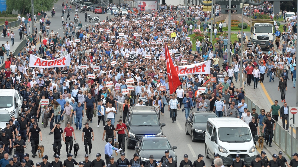Turkey opposition marches against MP's imprisonment