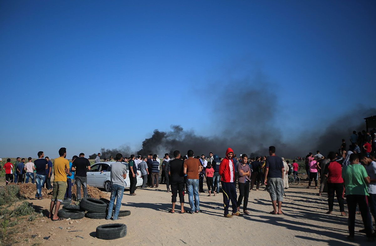 Hundreds of Palestinians demonstrated on Friday along Gaza's borders with Israel as the besieged Strip's electricity crisis worsened. [Ezz Zanoun/Al Jazeera]
