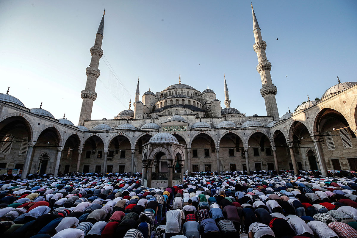 istanbul muslim Hajj time is here and turkish airlines is boosting their flights between istanbul  and mecca for muslim travellers.