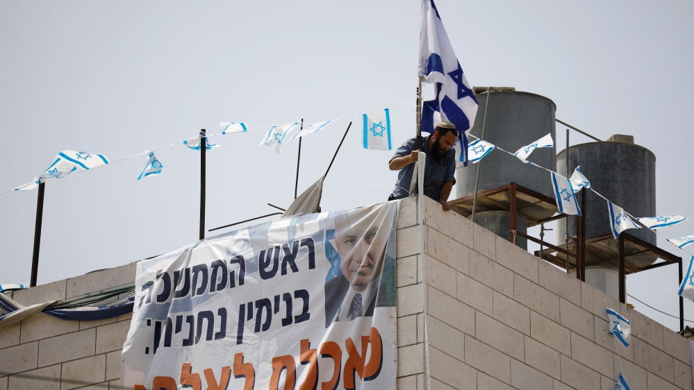 Settlers take over Hebron home, IOF force family out