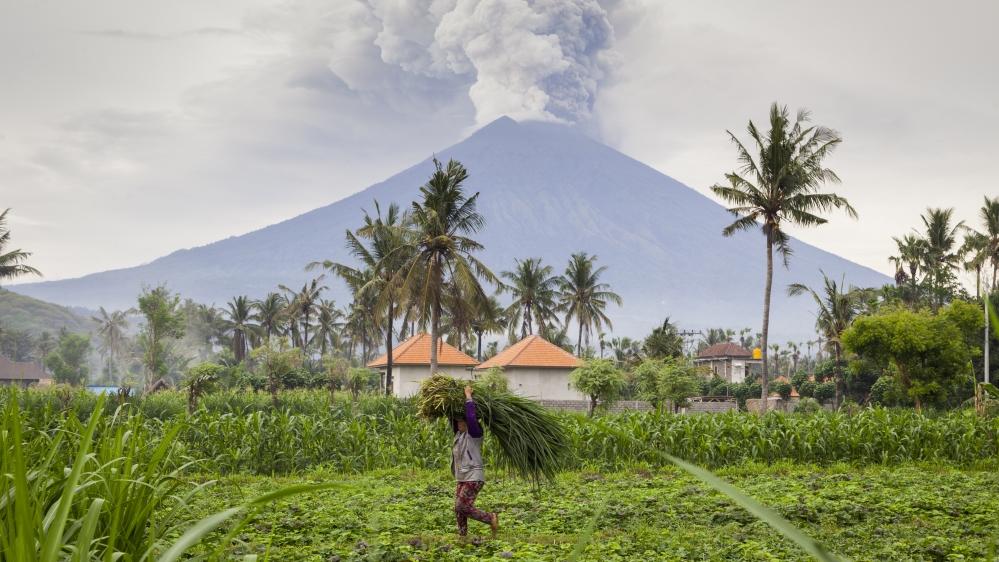 Bali volcano: two Australian men arrested for climbing Mount Agung