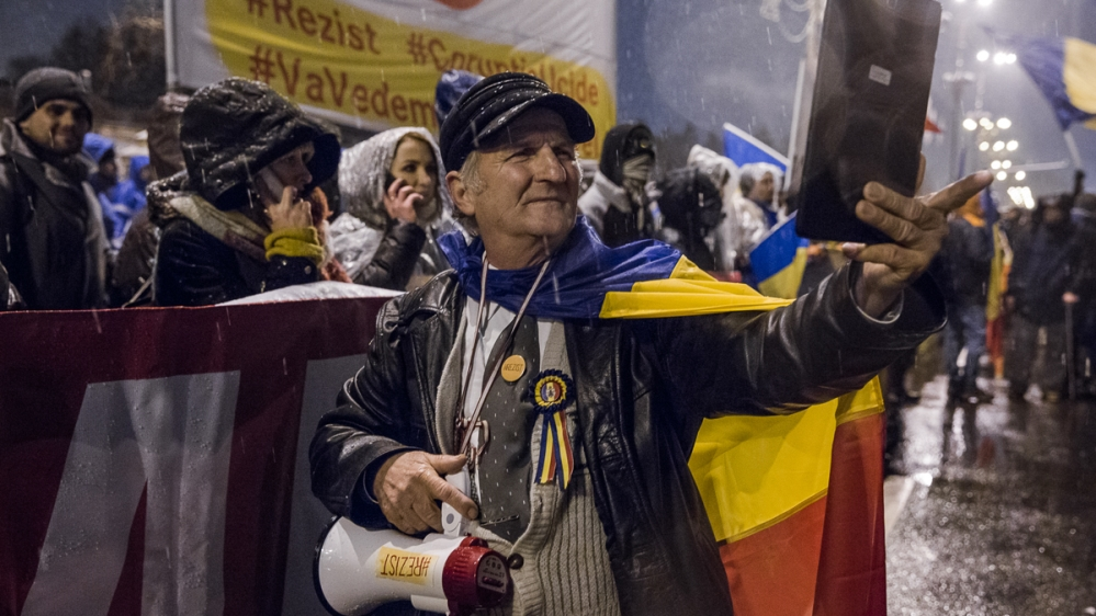 Thousands march against corruption in Romania