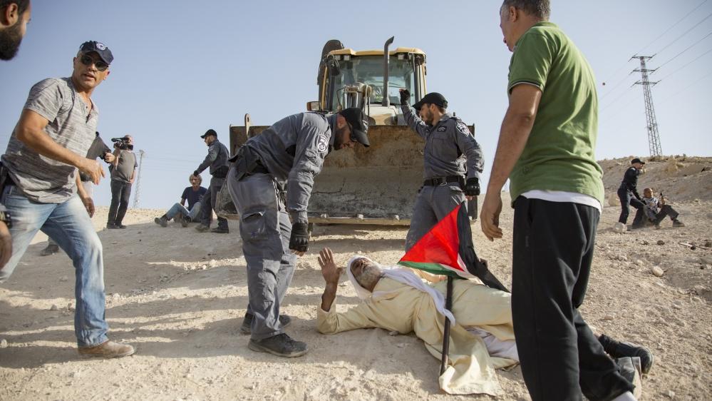 Israeli bulldozers enter Khan al-Ahmar ahead of demolition thumbnail