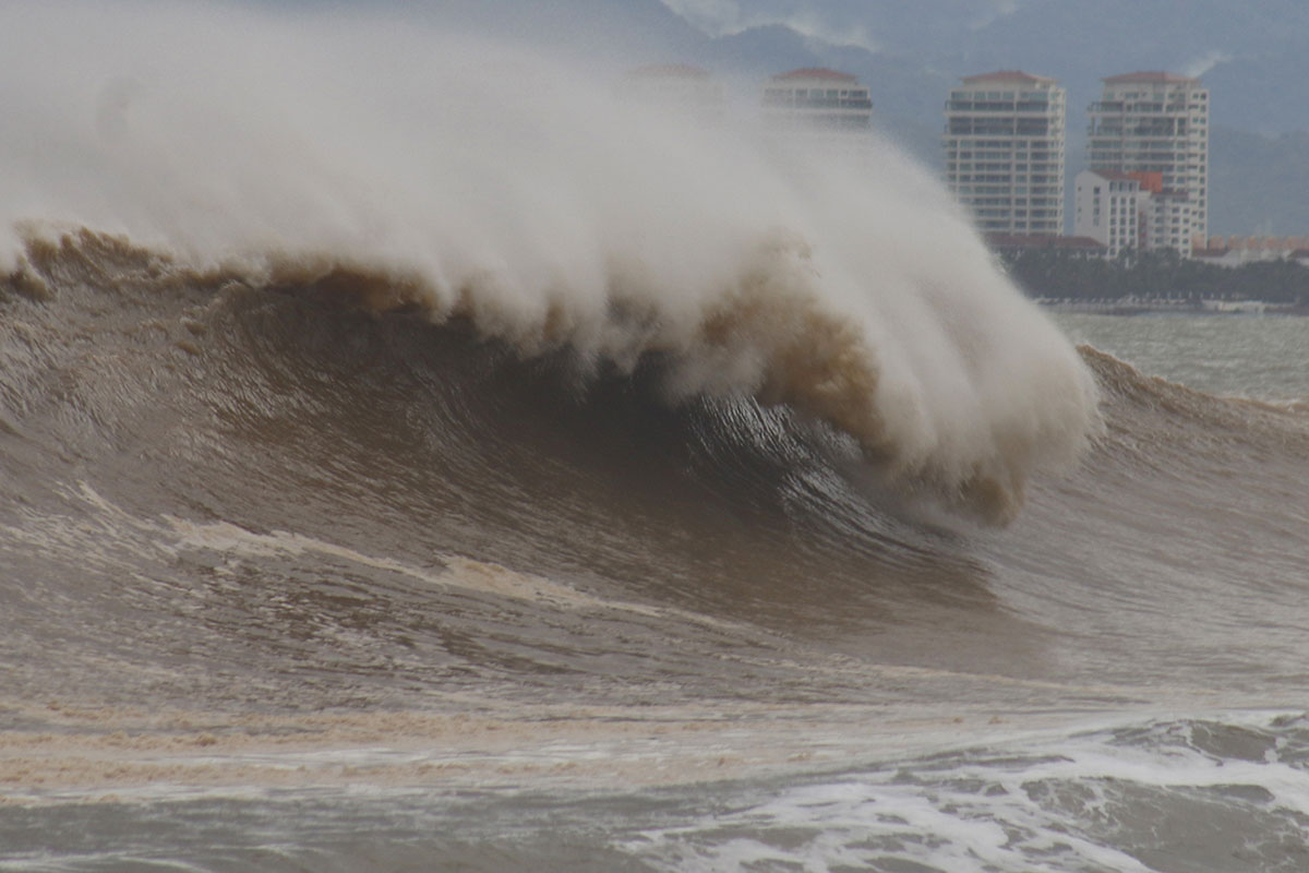 Powerful Hurricane Willa brought strong storm surge to Puerto Vallarta, Mexico. [Francisco Perez/EPA]