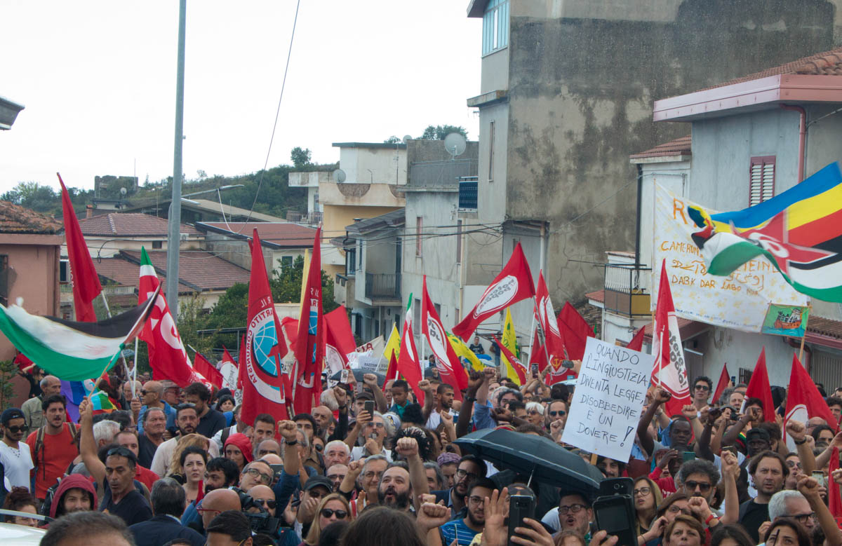 The march ended in front of Domenico Lucano's home. [Ylenia Gostoli/Al Jazeera]