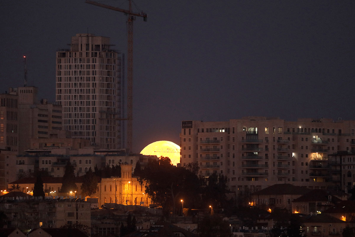 Super Blue Blood Moon sets beyond Jerusalem [Menahem Kahana/AFP]