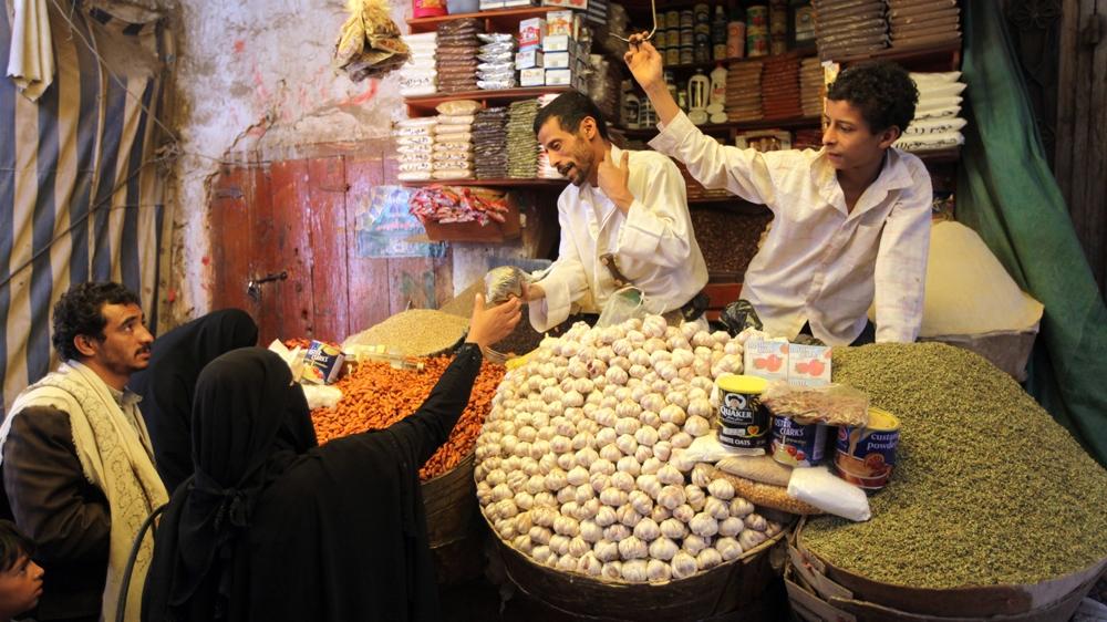 Yemenis turn to herbal remedies as medicine prices soar