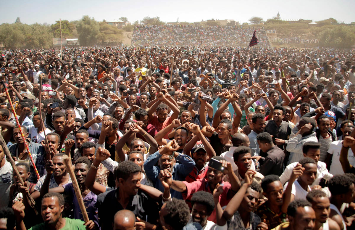Supporters of Bekele Gerba, secretary general of the Oromo Federalist Congress (OFC), chant slogans to celebrate Gerba's release from prison, in Ethiopia. [Tiksa Negeri/Reuters]