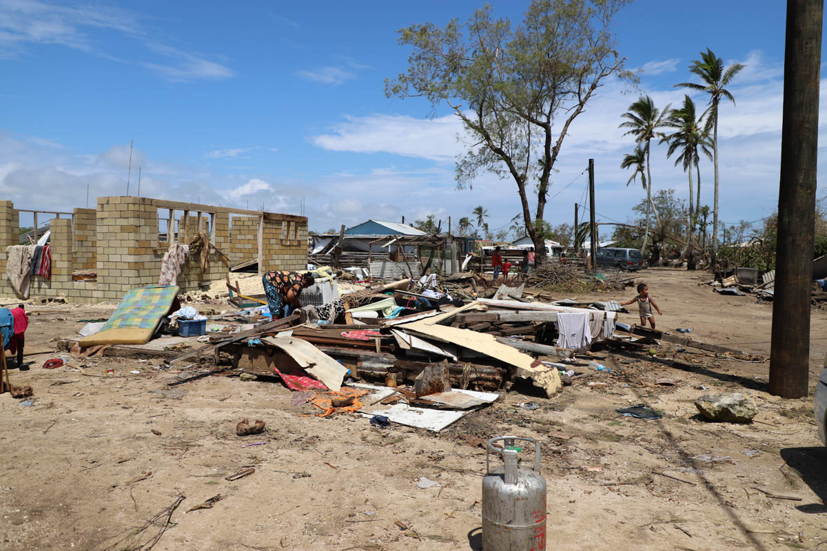 Many houses on the main island of Tongatapu have been completely flattened by Tropical Cyclone Gita. Shelter kits and tarpaulins are in high demand as people rush to provide shelter from the elements for their families.  [Gemma Snowdon/IFRC]