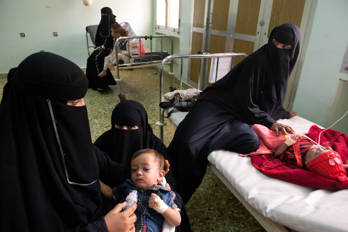 Inside a room at Ibn Khaldon Hospital in the city of Lahj, mothers are treating their sick children suffering from measles. The hospital has hardly any staff, since doctors and nurses have not received their salaries for months. There is also a lack of medicines and cleaning staff. [Judith Prat/Al Jazeera]