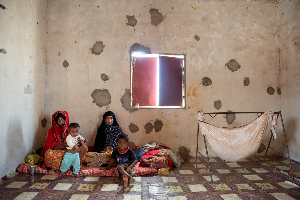 Asha with her sister-in-law and her grandchildren in a small house in Gawala in Aden, where they have taken refuge since they fled war-torn Taiz three months ago. [Judith Prat/Al Jazeera]