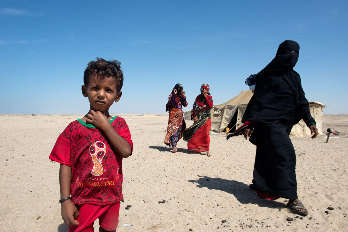 Women and children displaced by the conflict now scrape by in tents in the middle of the Omran desert, a few kilometres from Aden. Some organisations provide them with water to survive and withstand the high temperatures. [Judith Prat/Al Jazeera]