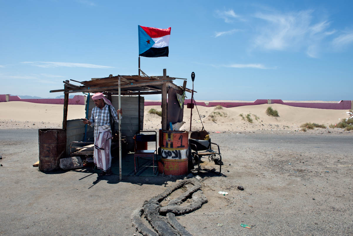A checkpoint of southern militias in Salah al-Deen. The flag of the former People's Democratic Republic of Yemen is seen once more in the south of the country. [Judith Prat/Al Jazeera]