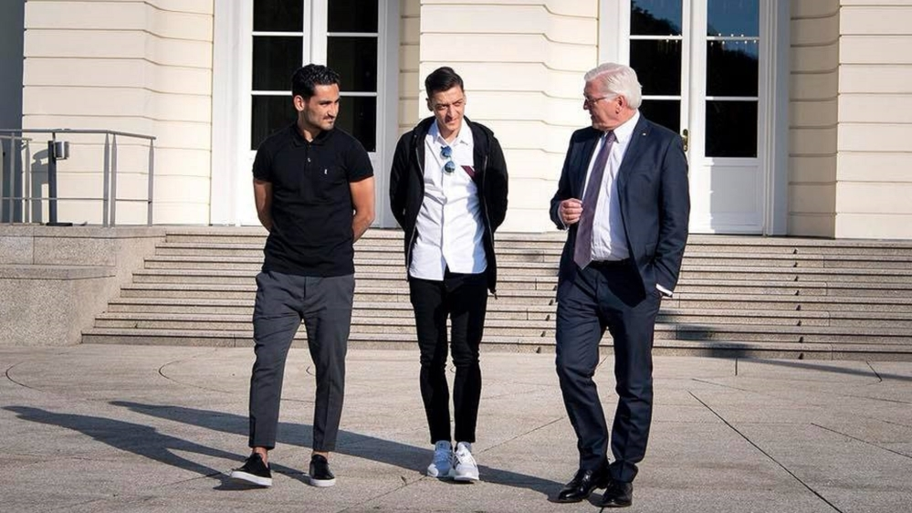 Ozil and Gundogan meet German president over Erdogan photo row