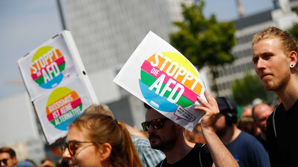 Germanys AfD party fires up refugee debate with visit to