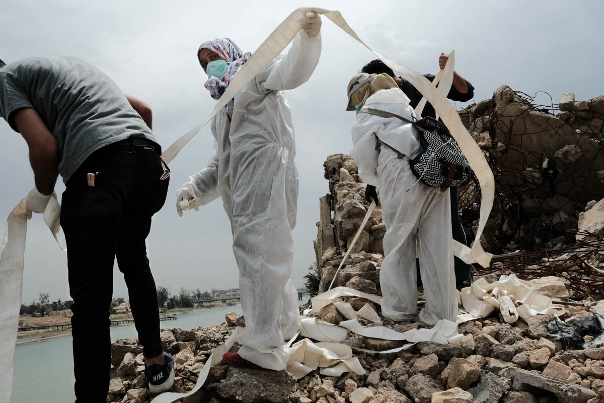 Volunteers use improvised ropes to pull up the bodies. The group does not have professional tools for its work. [Vincent Haiges/Al Jazeera]