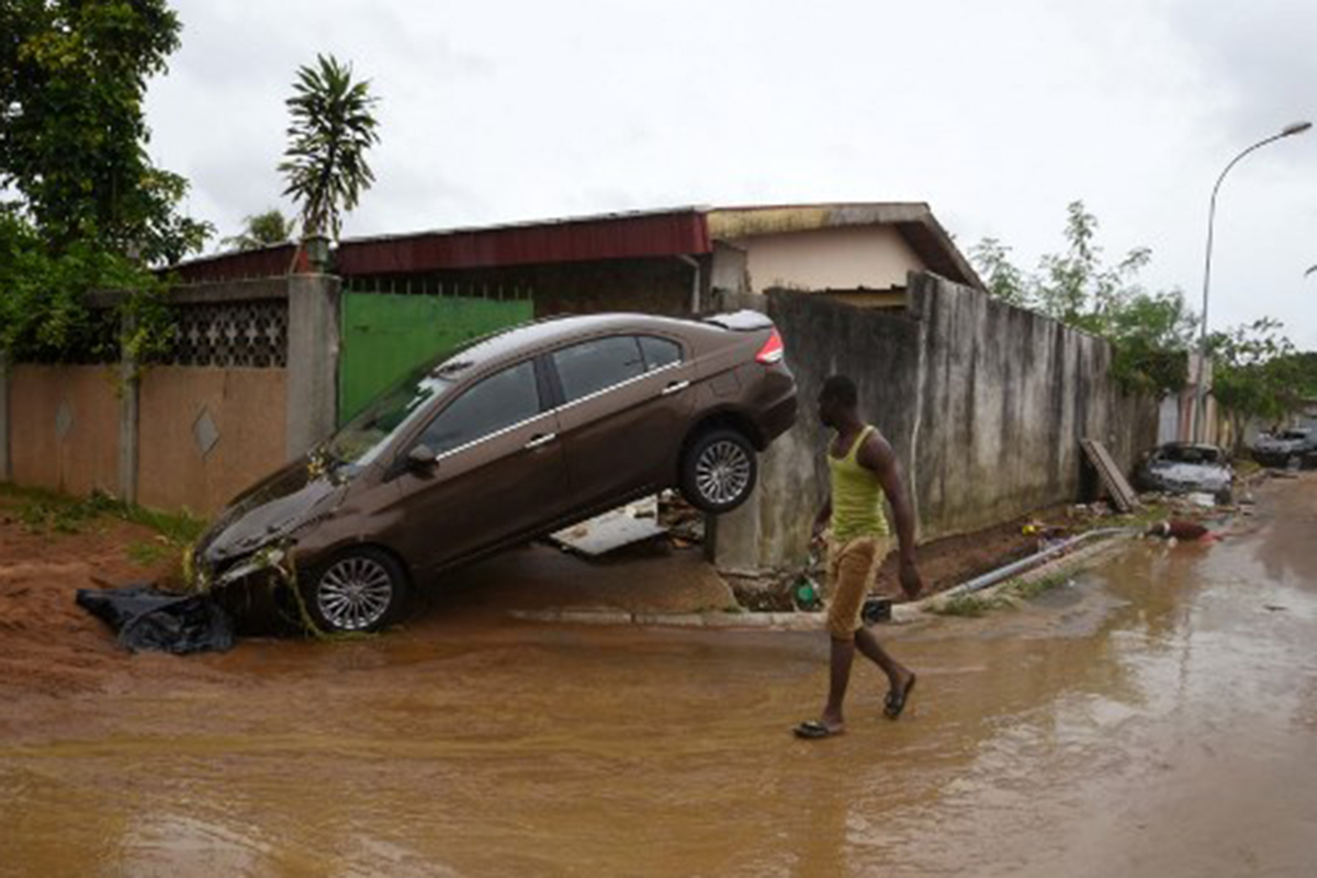 Cleanup follows deadly flooding in Ivory Coast's Abidjan