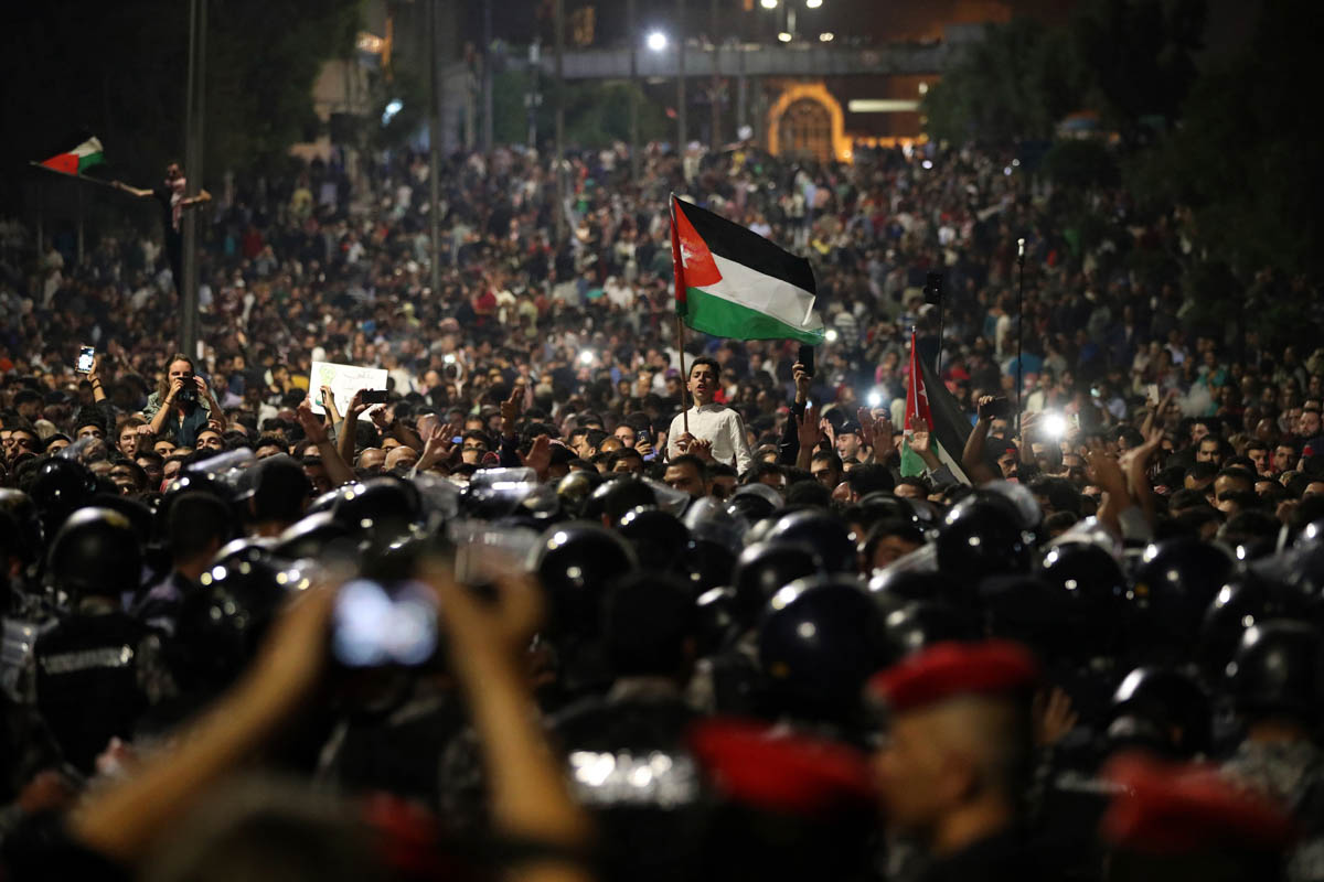 Thousands of Jordanians protested against a planned tax increase. [Raad Adayleh/AP Photo]