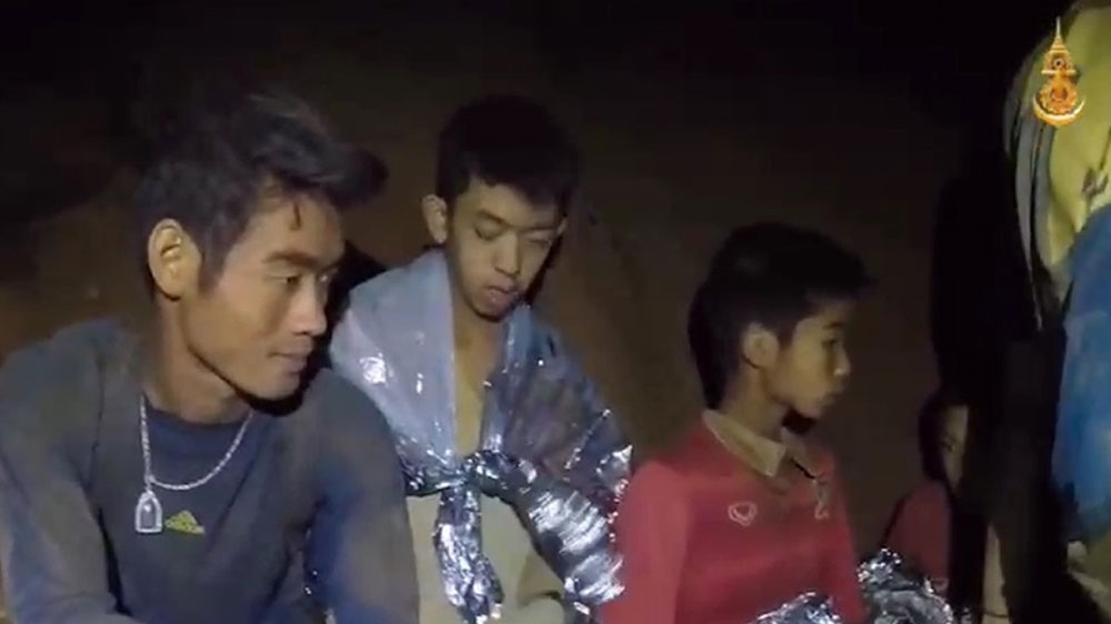 Fotboll till sjoss pa en o i thailand