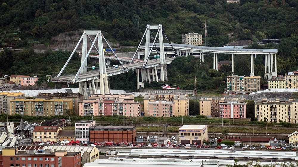Video Shows Vehicles Stopped at Collapse Point of Genoa Bridge