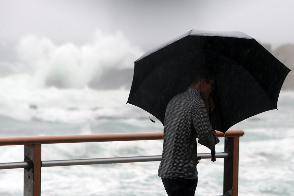Waves crash along the seaside road of Gangneung, South Korea, as Typhoon Soulik approaches. [Yonhap/EPA]