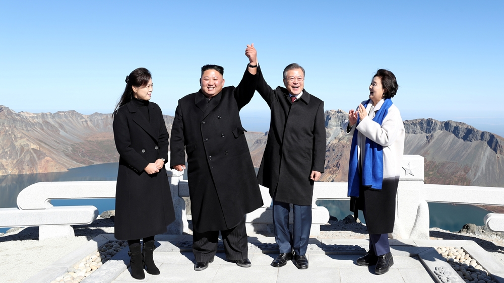 Visiting Vatican, South Korean president says confident of peace