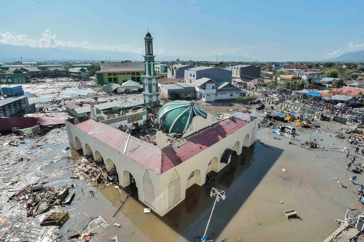 An aerial view of Baiturrahman mosque which was hit by the tsunami, after the earthquake in West Palu, Central Sulawesi. [Muhammad Adimaja/Antara Foto/Reuters]