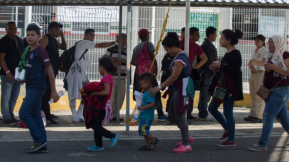 Some 800 Central American migrants enter Mexico