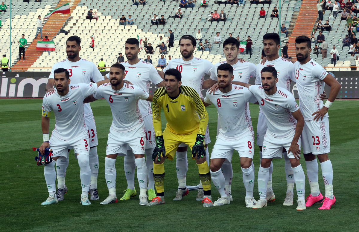 Iran's players pose for a team picture prior the FIFA World Cup 2022 qualifying football match. [Abedin Taherkenareh/EPA]